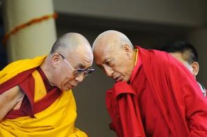 alai-lama-speaks-with-tib-006